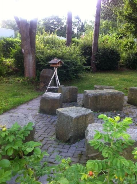 Gemütliche Sitzecke im Garten der Bildungsherberge in Hagen
